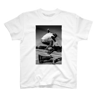 近所のスケーター T-shirts