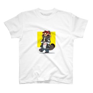 タピオカを飲むタヌキ T-shirts