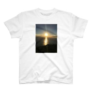ダイヤモンドヘッドで見る夕日 T-shirts