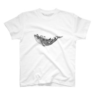 空のクジラとペンギンたち T-shirts