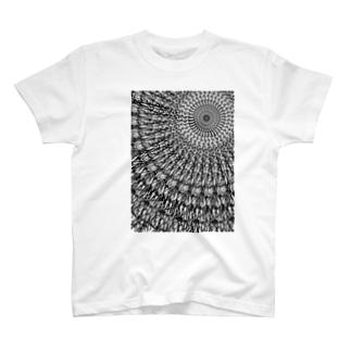 回転対称 白黒 T-shirts