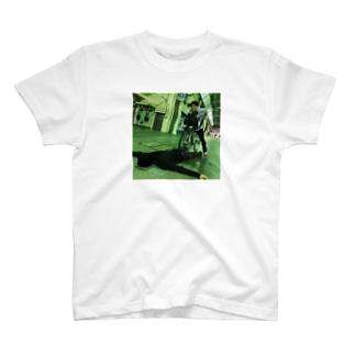 事故 T-shirts