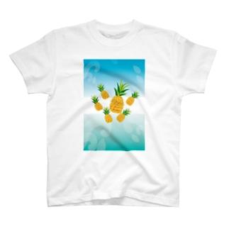 パイナップルが可愛いフルーツのイラスト T-shirts