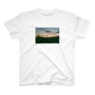 夕暮れのおさんぽ T-shirts