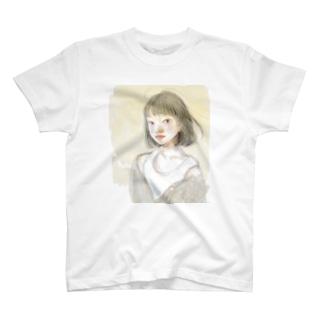少女(ボブヘア) T-shirts