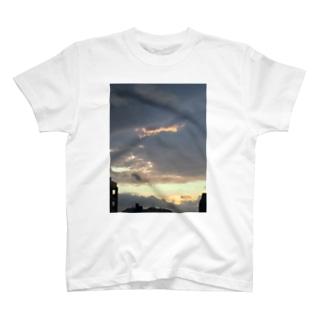 夕方の雨雲 T-shirts