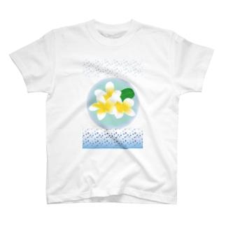 常夏のトロピカルな花プルメリア T-shirts