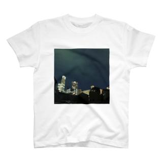 道行屋雑貨店の光届かぬ所 T-shirts