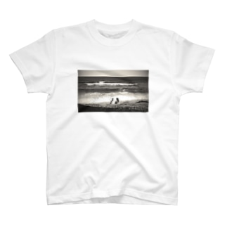 Girls on the beach T-shirts