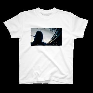 古春一生(Koharu Issey)の夜から朝へ T-shirts