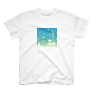 北欧の空を飛ぶ文鳥 T-shirts
