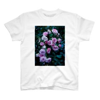 濡れた薔薇 T-shirts