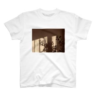 葉っぱの影 T-shirts