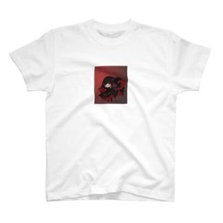 不敵な笑みの魔女 T-shirts