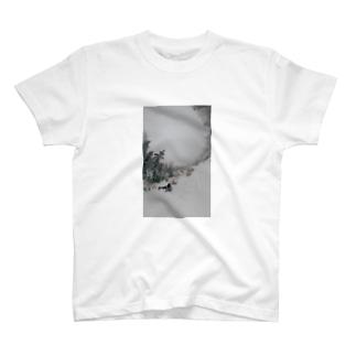 きり鳥 雪まみれ T-shirts