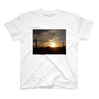 朝陽が昇るまで T-shirts