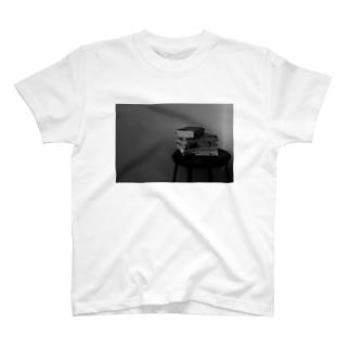 イス ト ホン T-shirts