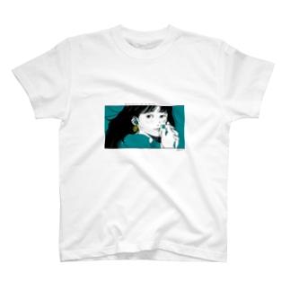耳元でキラリ。 T-shirts