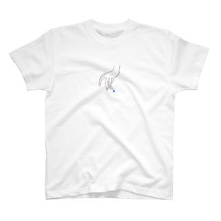 右手にタバコ T-shirts