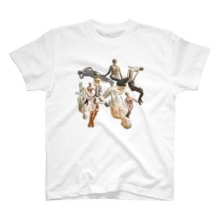 人間 T-shirts