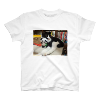 グットビジネス&ライフ 1号店のパンダを抱っこするりんごさん T-shirts