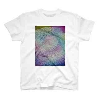 宇宙のエネルギー T-shirts