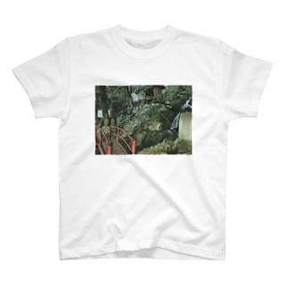 苔むす T-shirts
