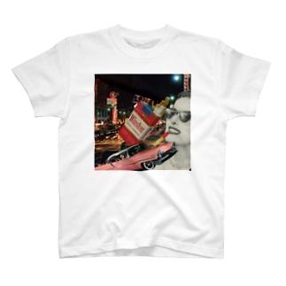 タバコと女の人 T-shirts