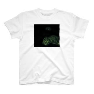 暗闇目光犬 T-shirts