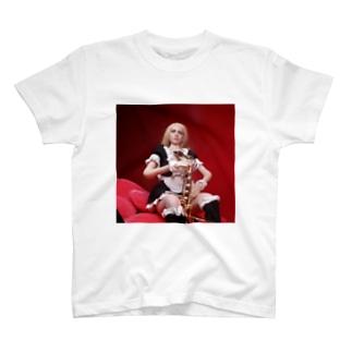 ドール写真:サクソフォーンを持つブロンドメイド Doll picture: Blonde maid with a saxophone T-shirts