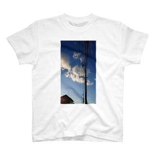 青空と電柱 T-shirts