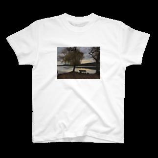 煙の1眺めのいいベンチ T-shirts