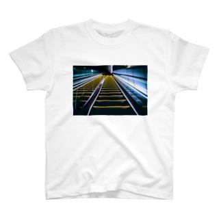 エスカレーター T-shirts