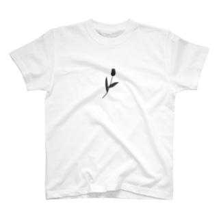 一輪のチューリップ 🌷モノクロ T-shirts
