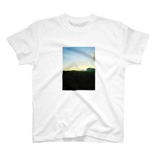 もうすぐ夜だね T-shirts