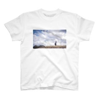 旅するメイドさんと空 T-shirts