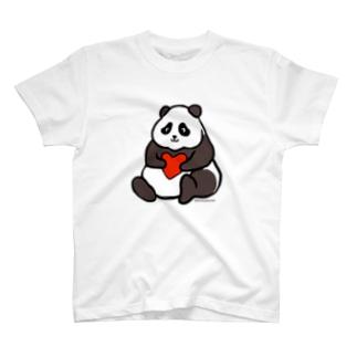 ハートを抱っこするパンダ T-shirts