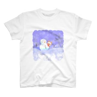 冬が明ける前の夜、ヨーキーは雪だるまのお友達を作る。 T-shirts