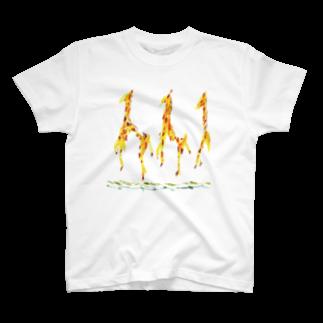 AkiDesignerのキリンさんアイテム T-shirts