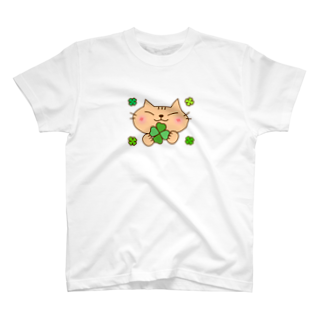 eigoyaのクローバーと茶トラ猫 T-shirts
