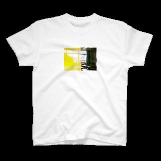 wa_d3300_の卒業式当日の教室 T-shirts