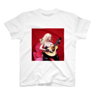 FUCHSGOLDのドール写真:ギターを弾くブロンドの美少女 Doll picture: Blonde girl plays a guitar T-shirts