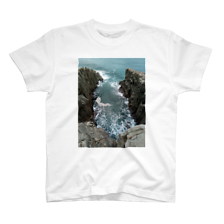 kanonの崖 荒波 海岸 T-shirts