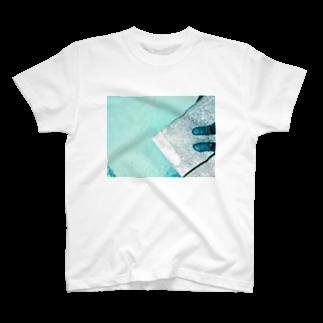 古春一生(Koharu Issey)の今日じゃない。(海と靴) T-shirts