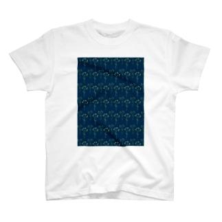 ヒペリカムのパターン T-shirts