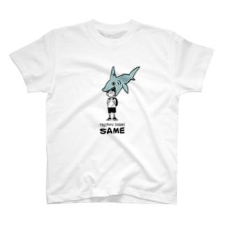 通学中にサメ T-shirts