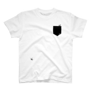 ポケットからARI 🐜 くろ T-shirts