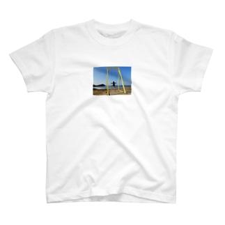 成美とブランコと海 T-shirts