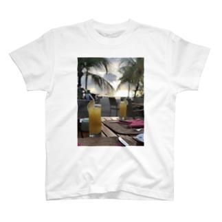 夕陽とトロピカルカクテル T-shirts