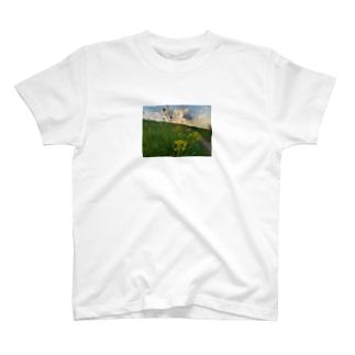 春なのに T-shirts